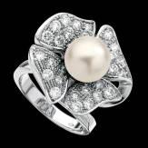 Bague de fiançailles perle blanche pavage diamant or blanc 18K Eternal Flower