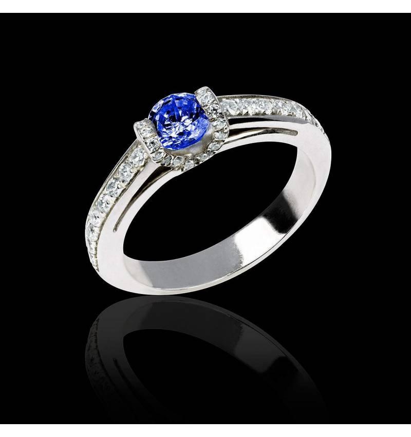 Bague de fiançailles saphir bleu pavage diamant or blanc Hera
