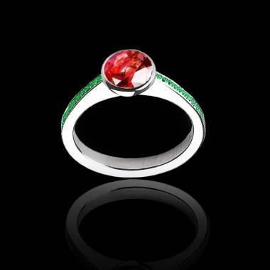 Bague de fiançailles rubis rond pavage émeraude or blanc Moon