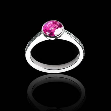 Bague de fiançailles saphir rose rond pavage diamant or blanc Moon