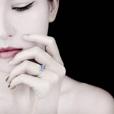 Bague saphir bleu pavage diamant or blanc Rekha Solo