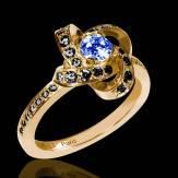 Bague de fiançailles saphir bleu pavage diamant noir or jaune Chloé