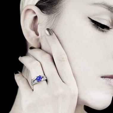 Bague saphir bleu pavage diamant or blanc Isabelle