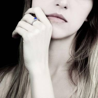 Bague saphir bleu pavage diamant or blanc Sandy