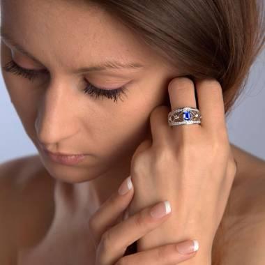 Bague saphir bleu forme émeraude pavage diamant or blanc Régina Suprema