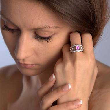 Bague saphir rose forme émeraude pavage diamant or blanc Régina Suprema
