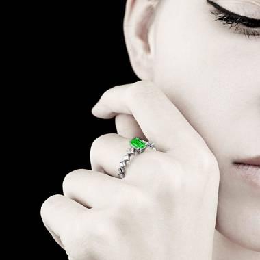 Bague de fiançailles émeraude pavage diamant or blanc Elsa