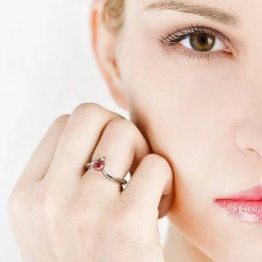 Bague de fiançailles rubis or blanc Serpentine