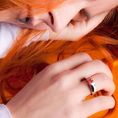 Bague de fiançailles rubis or blanc Pyramide