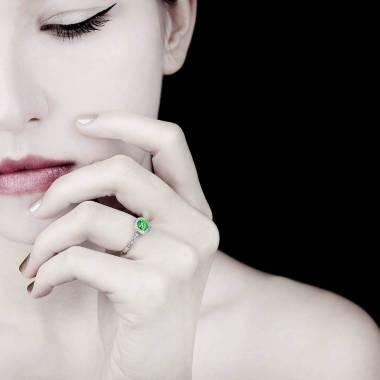 Bague de fiançailles émeraude pavage diamant or blanc Rekha