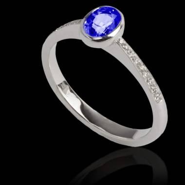 Bague de fiançailles saphir bleu forme ovale pavage diamant or blanc Moon