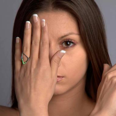 Bague de fiançailles émeraude 0,7 carat or blanc Triangle