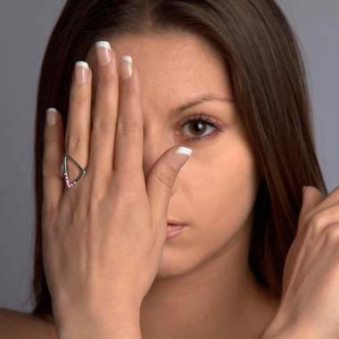 Bague de fiançailles saphir rose 0,9 carat or blanc Triangle