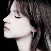 Boucles d'oreilles saphir bleu pavage rubis en or blanc Plena Luna
