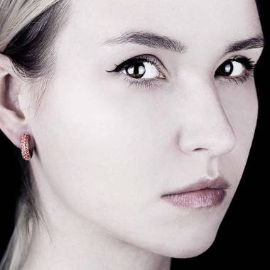 Boucles d'oreilles pavage rubis en or blanc 18 K Mangrove