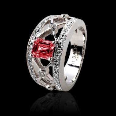 Bague de fiançailles rubis forme émeraude pavage diamant or blanc Régina Suprema