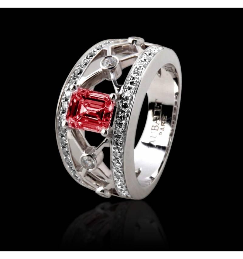 Bague rubis forme émeraude pavage diamant or blanc Plena Luna