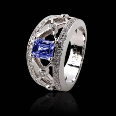 Bague de fiançailles saphir bleu forme émeraude pavage diamant or blanc Régina Suprema