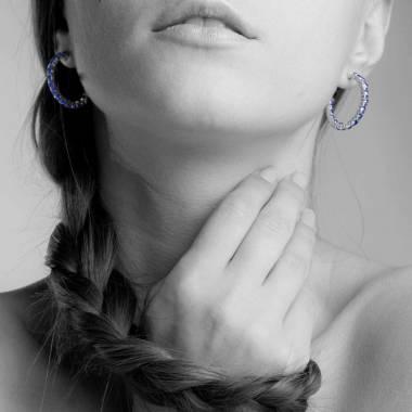 Boucles d'oreilles pavage saphir bleu en or blanc 18 K (10,8 g) Créoles Inside