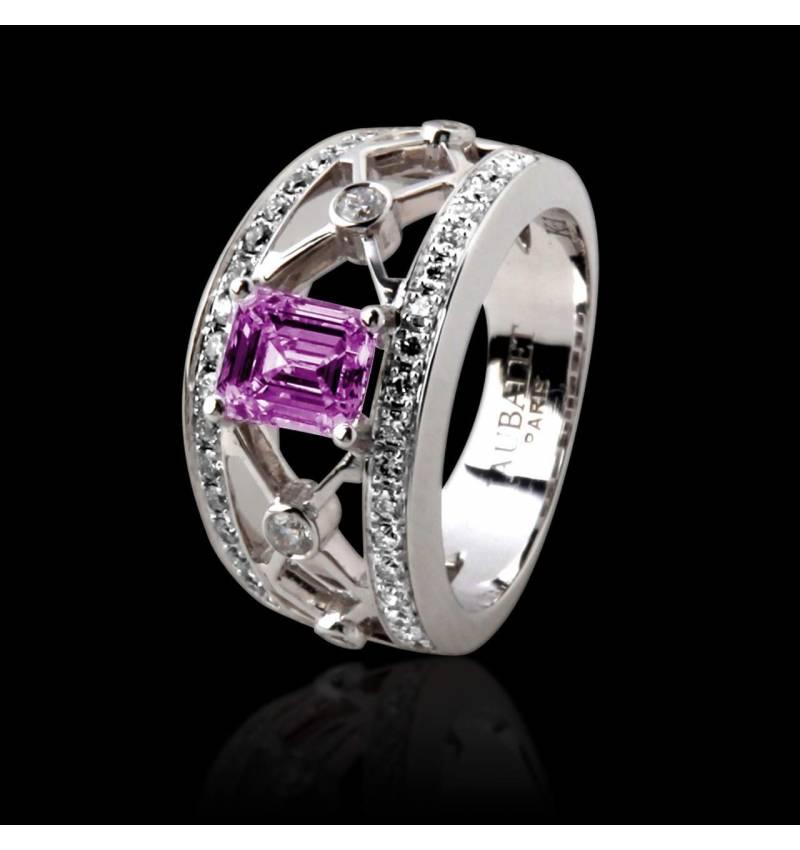 Bague de fiançailles saphir rose forme émeraude pavage diamant or blanc Régina Suprema