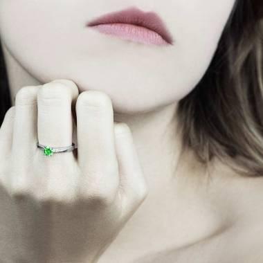 Bague émeraude pavage diamant or blanc Meryem