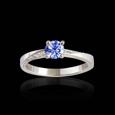 Bague de fiançailles saphir bleu pavage diamant or blanc Meryem