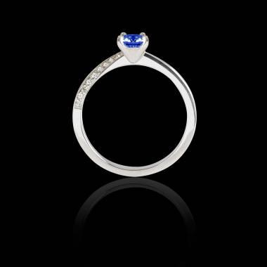 Bague Solitaire saphir bleu pavage diamant or blanc Meryem