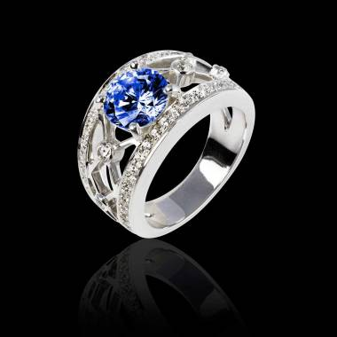 Bague de fiançailles saphir bleu forme rond pavage diamant or blanc Régina Suprema