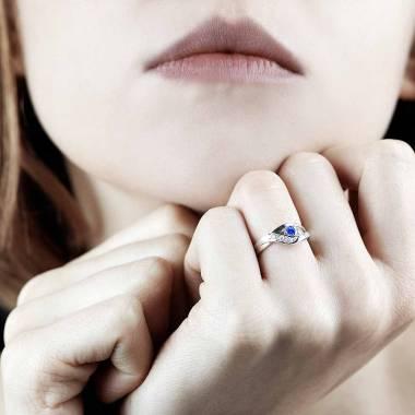 Bague saphir bleu pavage diamant or blanc Anaelle