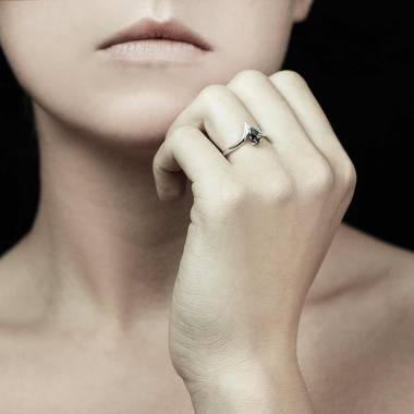 Bague de fiançailles diamant noir or blanc Flavie Solo