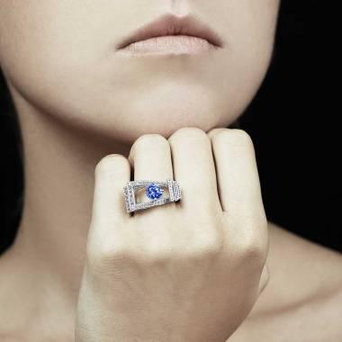 Bague saphir bleu pavage diamant or blanc Romanesque