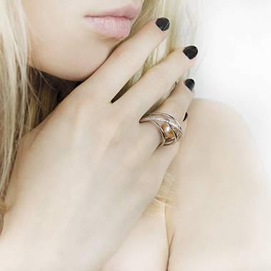 Bague perle rosée pavage diamant en or blanc 18 K Cache Cache